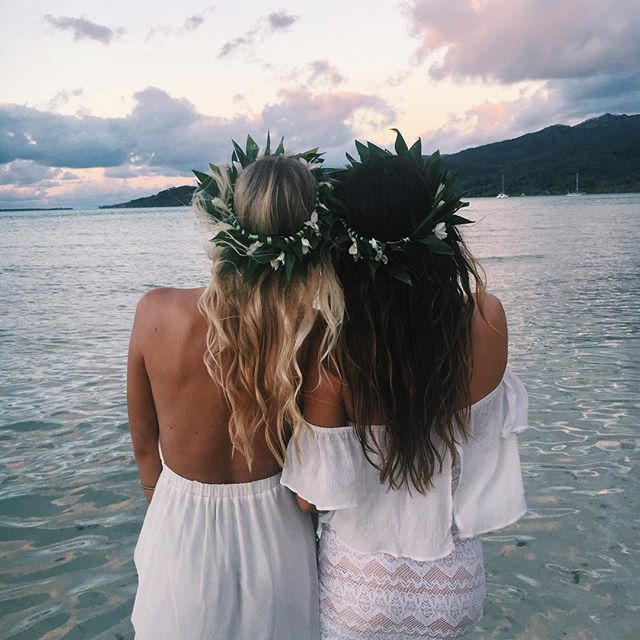 Tahitian Blonde and Brunette Mumu Twins #mumuxtahiti (Coco in the Amanda dress with cut straps, Cam in the Ella Top in Cloud)