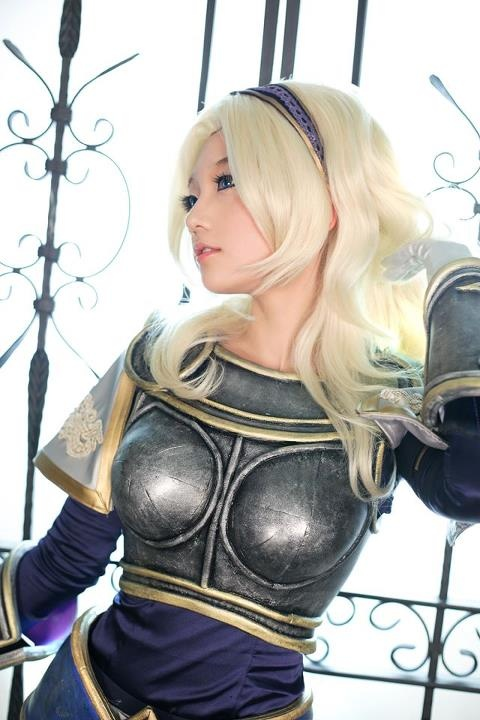 League of Legends Lux cosplay