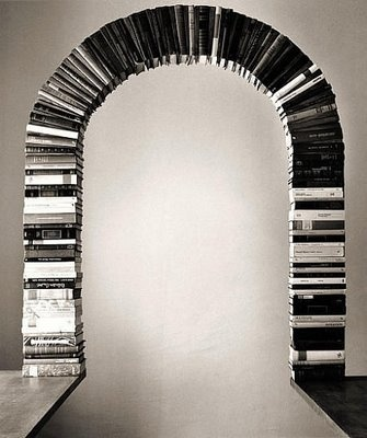 The arch made with books : An amazing creativity with artistic skills !