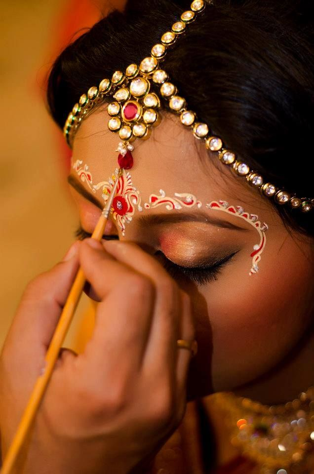 Bengali Bride with a stylish design of Chandan, Indian Bride