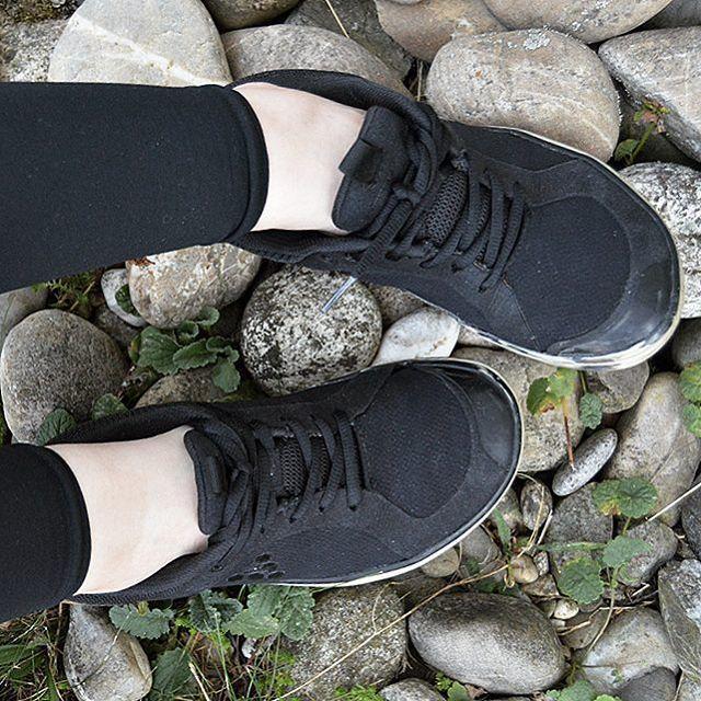Es ist mal wieder Throwback Thursday! Zeigt uns unter dem Hashtag #myfirstvivos eure allerersten Barfußschuhe von uns   Bei uns Damen aus dem Team ist es der Lucy Lite, da heißt es auch nach 4 Jahren noch: Reinschlüpfen und wohlfühlen  // It's Throwback Thursday! Show us your first-ever barefoot shoes by tagging them with #myfirstvivos  #tbt
