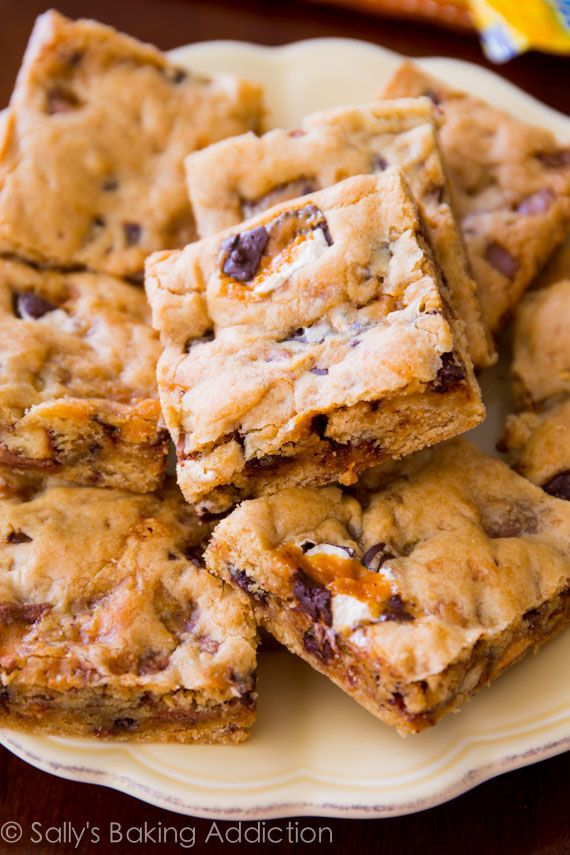 An easy recipe for candy bar blondies.