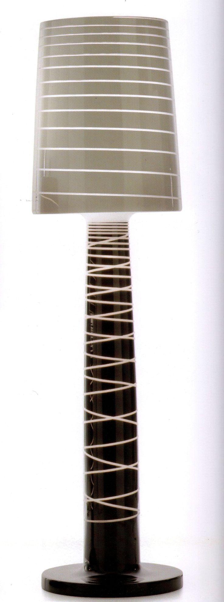 Exclusiva  compañía italiana SERRALUNGA  creada por diseñador reconocido a nivel mundial.  Características:  Medidas: 55xh208, Colores disponibles negro y blanco. Precio uni. $59,401 -50% de descuento a tan solo $29,700.50 (mas gastos de envió). La lampara esta fábricada en material de Polipropileno de alta calidad, en su interior tiene 2 lamparas fluorescentes de 80W, laqueda en su base, es para utilizar en ambientes interiores. Precio de 59,401 -50% de descuento especial a tan solo…