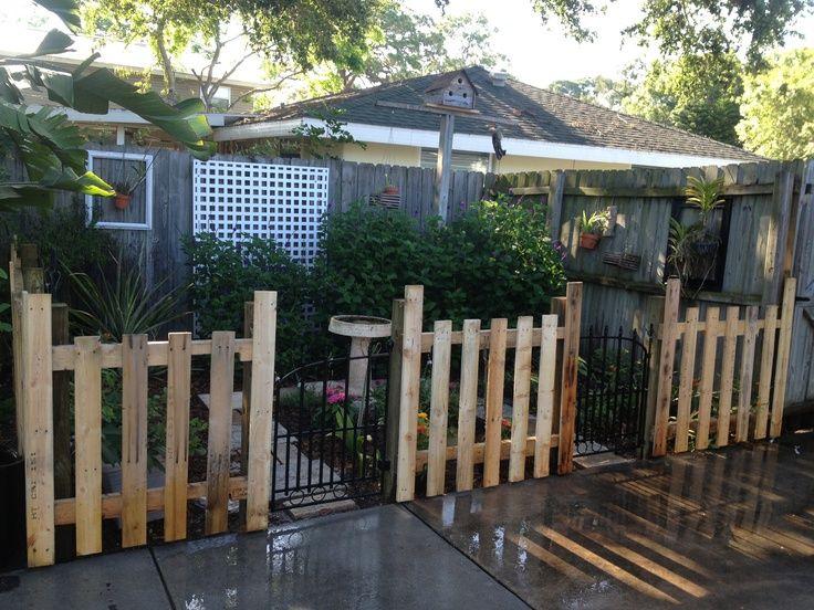 Cheap Fence Ideas  Pallet fence on butterfly garden