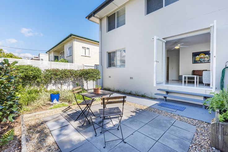ANNERLEY 6/62 Lothian Street..Complemented by crisp white interiors and modern finishes, the open plan living, dining and kitchen flows seamlessly to the east-facing, low maintenance private courtyard offering endless opportunities for seasonal entertaining.