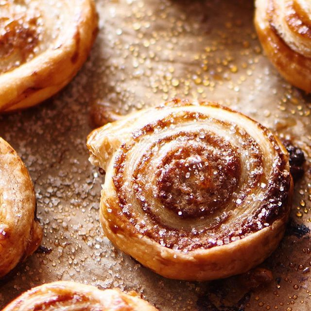 Mini cinnamon rolls... It's so easy:  1 beaten egg  1 sheet puff pastry  Sugar and cinnamon.  1. Roll the dough thin  2. Brush the egg on (a thin layer, not the whole egg)  3. sprinkle with cinnamon and sugar  4. roll the dough, cut it into slices about 1/2 cm thick.  5. bake them at 200 degrees Celsius in about 10 min.  #cinnamonrolls #cinnamon #rolls #sugar #Puffpastry #bake #baking #crispy #sweet #Puff #Pastry #studio #homemade #photography #foodphoto #foodstyling #photostyling…