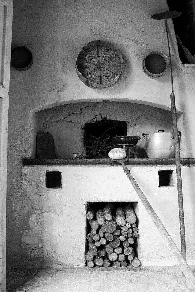 Forno a legna tipico delle cucine sarde di una volta
