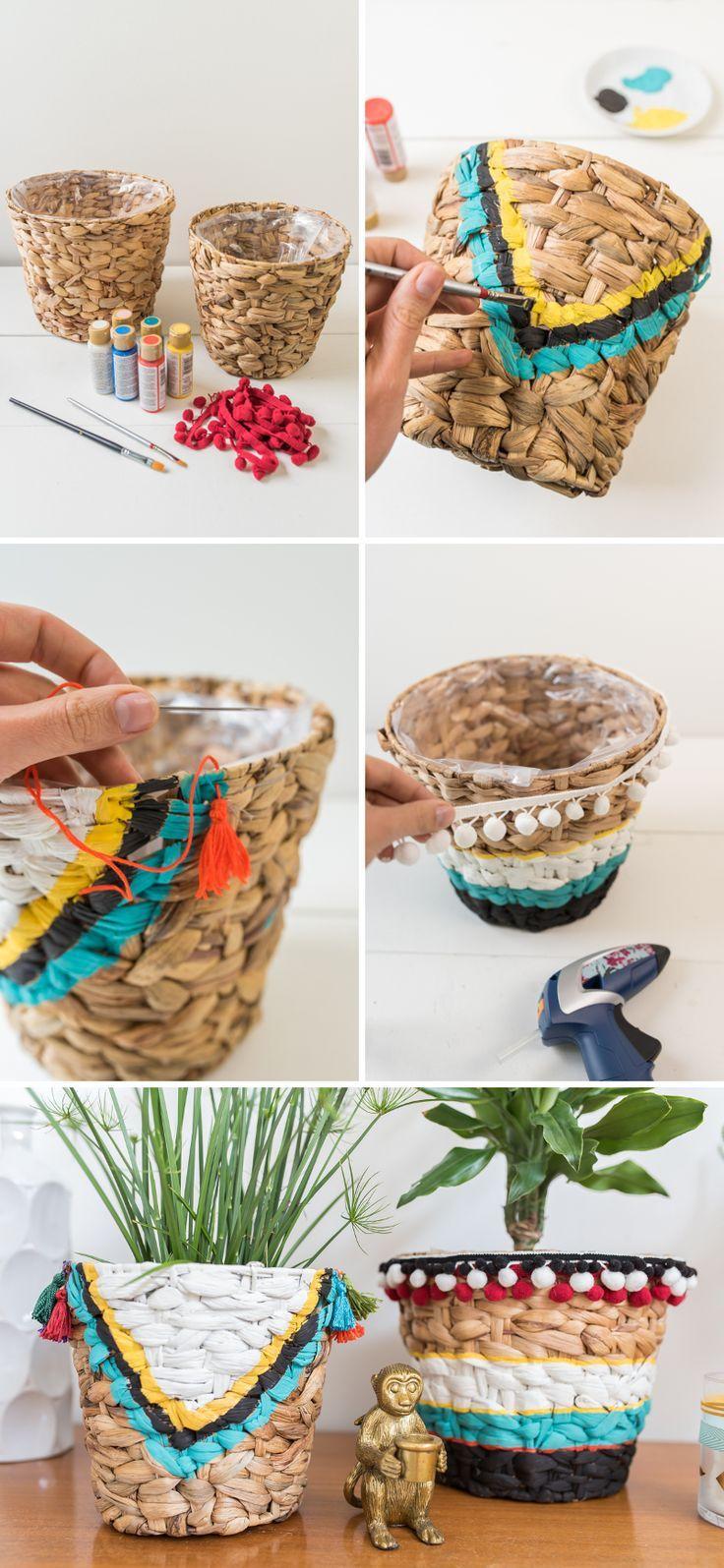 DIY Anleitung für bemalte Blumentöpfe aus Seegras im Boho Ibiza Sommer Look mit Bommelborte und Quasten für das Wohnzimmer im sommerlichen Beach Style // leelahloves.de