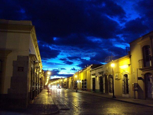 Sitios turísticos de Oaxaca... tradición, cultura y belleza - http://revista.pricetravel.com.mx/lugares-turisticos-de-mexico/2015/08/11/sitios-turisticos-de-oaxaca-tradicion-cultura-y-belleza/