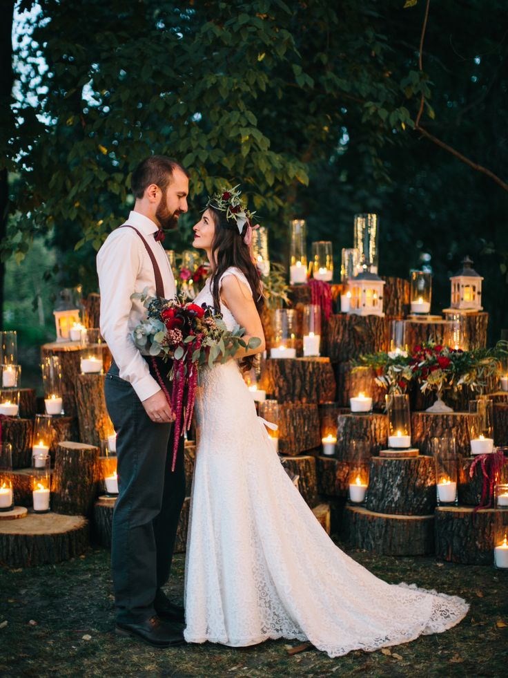 Photo zone: tree, candles, fresh flowers Style: Rustic Dominant colors: Marsala