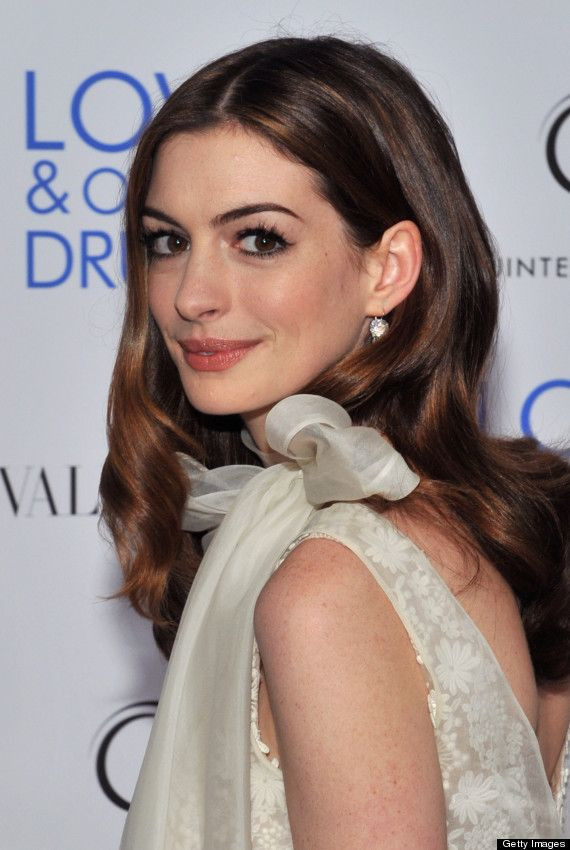 Anne Hathaways Hair Is Growing Out And Were Really Excited About It (PHOTOS)