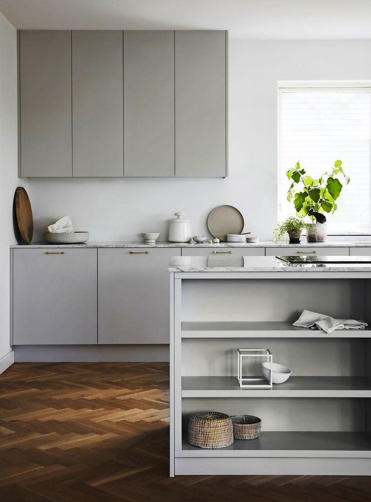 Köket är hemmet hjärta – och det stämmer mer än någonsin. 2018 står trygghet, hemtrevnad och umgänge i fokus. I år omger vi oss med gediget hantverk, varma träslag och tidlösa...