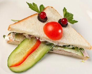 Kids Lunches and Kids Lunch Ideas Do you need ideas for kids lunches? If you are like me it can be simple to plan easy kids meals for breakfast. Dinner is the major event to plan. But lunches are difficult for me. You can only have so much peanut butter and jelly sandwiches or canned soup! Read more: http://www.kids-cooking-activities.com/kids-lunches.html#ixzz3FVc0gjGz