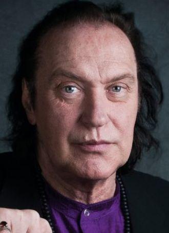 Dave Davies 03-02-1947  Brits popmusicus. Hij is de jongere broer van Ray Davies en is de originele oprichter van de Britse groep The Kinks. https://youtu.be/s-w-8fRkN_U