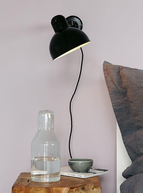 premium wandfarbe violett grau lila alpina feine farben leiser moment schlafzimmer. Black Bedroom Furniture Sets. Home Design Ideas