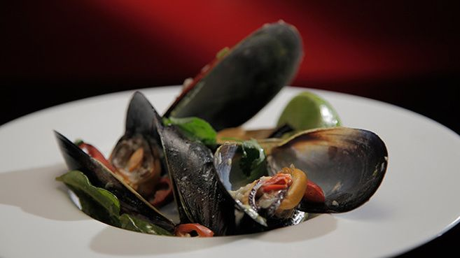 Steamed Mussels with Lemongrass, Ginger and Chilli