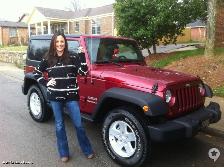 Rascal Flatts gave Sara Evans an Alabama Crimson JEEP today as a gift from their tour. Check out the photos of Sara with her new ride as well as with the boys. Enjoy it Sara! Well done Gary, Jay and Joe Don! LOOOOVE that color!!!