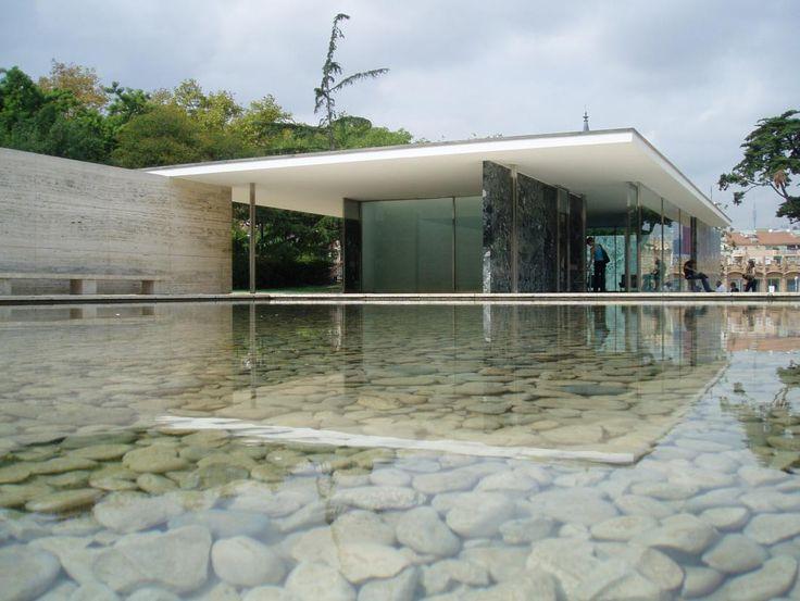 En el Pabellón Mies Van Der Rohe pasarás un rato muy especial recorriendo este magnífico espacio.