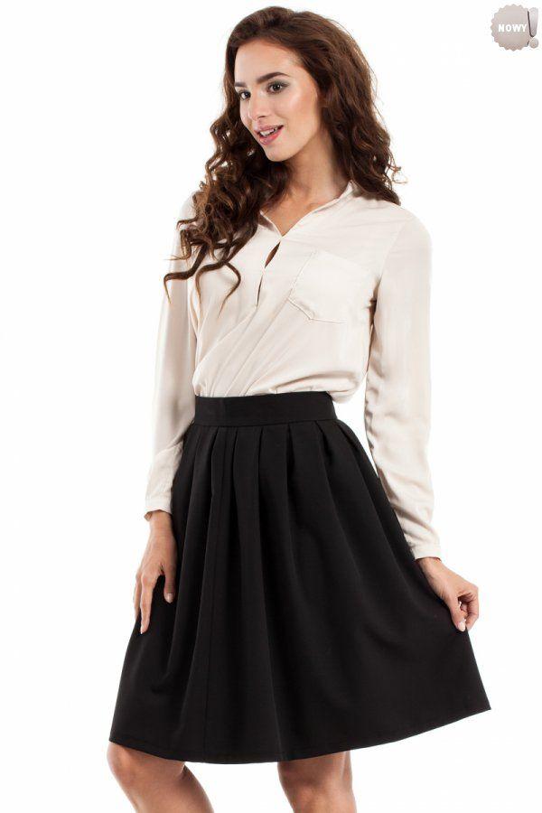 Czarna, spódnica rozkloszowana (kontrafałdy) na podszewce, zapinana z boku na kryty zamek błyskawiczny. #spódnica #kloszowa #czarna #elegancka #kobieta #moda #trendy