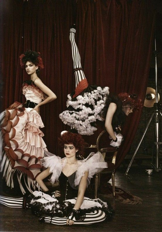Modern Moulin Rouge
