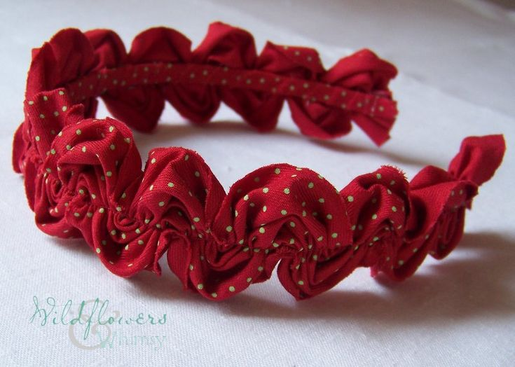 Ruffled Ric Rac Headband. Useful to know how to make the ric rac - would be nice to finish a girl's bag too.