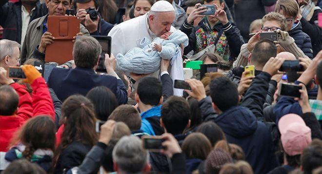 YENİ DÜNYA GÜNDEMİ ///  Papa Francis: İktidar, aç karnına cin içmek gibidir