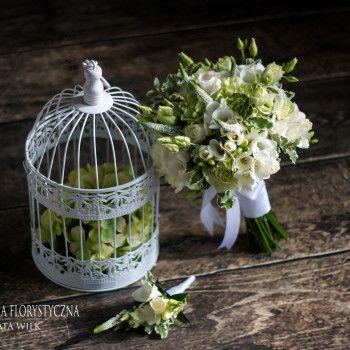 bukiet ślubny biały zielony frezja biała wstążka