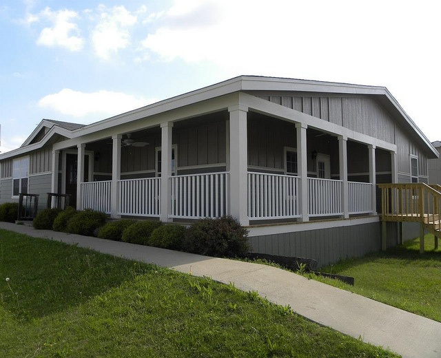 25 best ideas about palm harbor homes on pinterest for Mobile home plans with porches