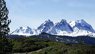 Three Sisters and Broken Top mountains
