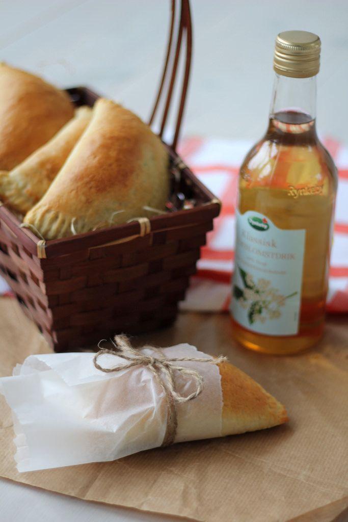 Disse skønne pirogger er meget lækre i børnenes madpakker eller som del af en lækker picnic.
