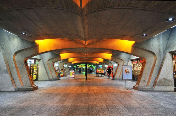Stadelhofen train station, Zurich, by Tambako The Jaguar on https://flickr.com/tambako/