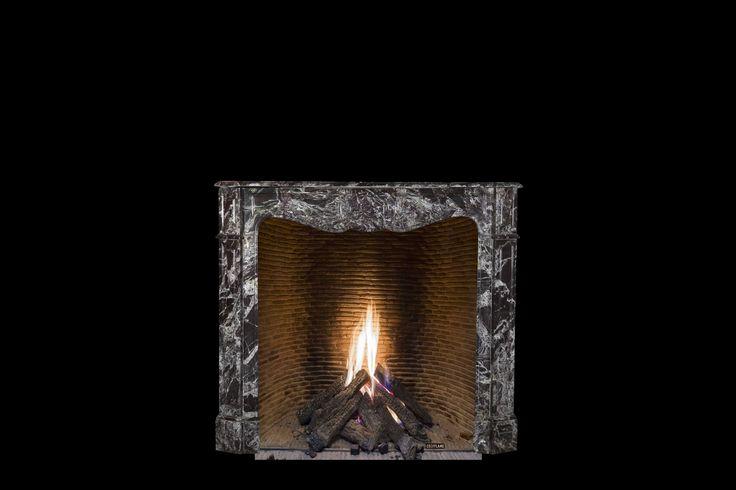 sample van een antieke schouw met een cosyflame incognito gesloten gashaard met onzichtbaar glas op maat van die sierschouw , echte openhaarden zijn verleden tijd als U een Cosyflame gashaard gezien heeft , uitmetselbaar naar keuze : echte oude gerecupereerde dakpannen verzaagt naar strips , kleuren : geel , rood , zwart/grijs of bakstenen witte kalei Cosyflame haarden vaak gekopieerd , nooit geëvenaard ! Visit the Cosyflame fireplaces showroom near Ghent Belgium