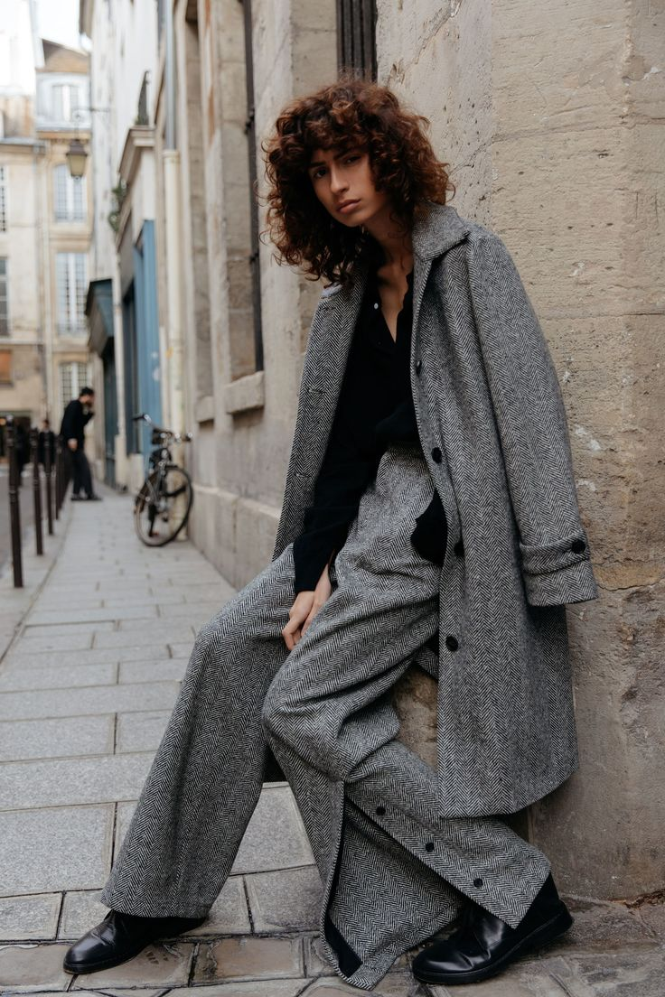https://www.vogue.com/fashion-shows/fall-2018-menswear/deveaux/slideshow/collection#4