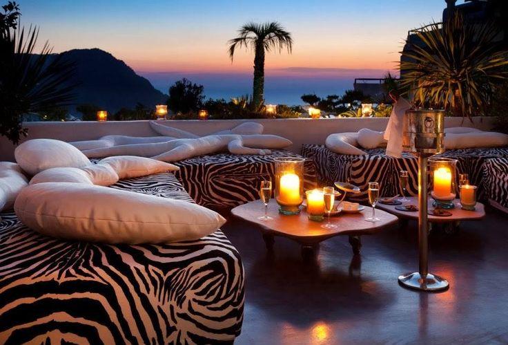 Um cantinho para relaxar com alguém especial. #espaçoexterno #relax