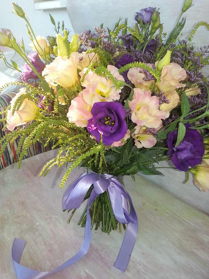 Romantic bouquet: cream, mauve lisianthus. #florariamiozotis