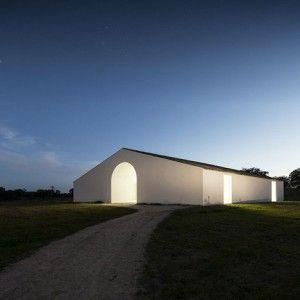 Manuel+Aires+Mateus+revives+a+Portuguese++farmhouse+to+create+Casa+no+Tempo