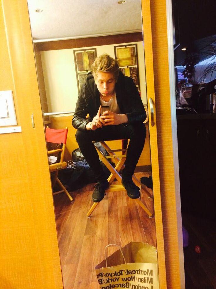 I love Luke's selfies  Luke Hemmings
