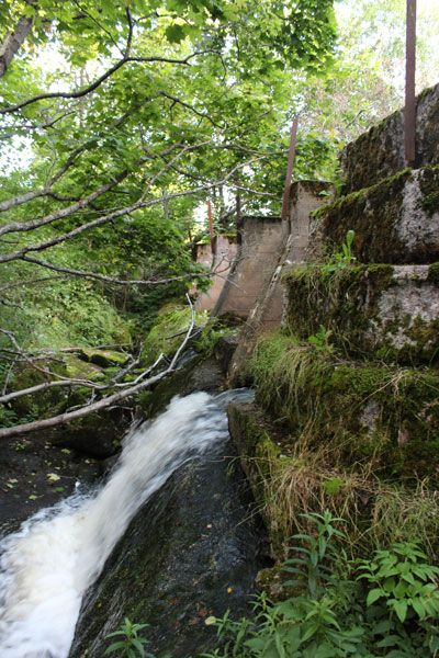 The forgotten mill dam in Nuuksio, Espoo (Finland).    http://www.hagerlund.net/fi/sahaojan-pato