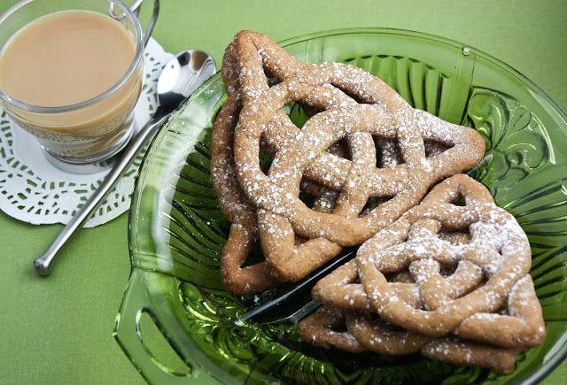 Celtic Knot Cookies | Sprinkle Bakes