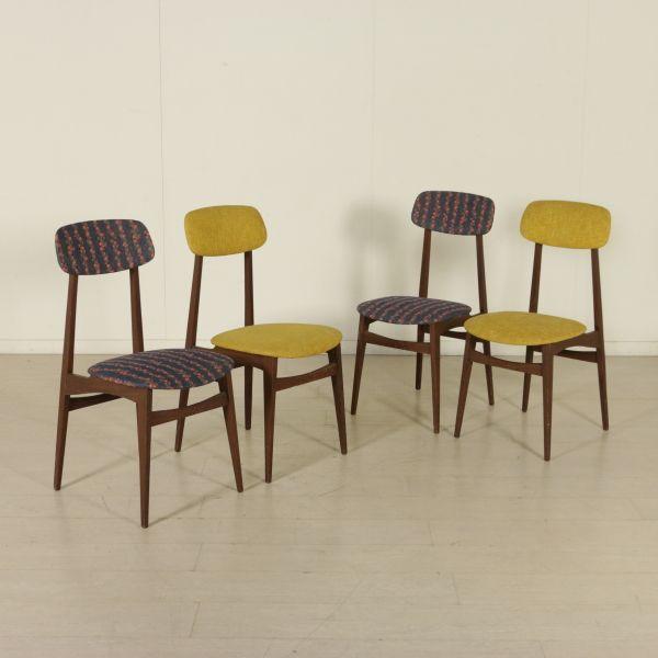 Gruppo di quattro sedie; legno di teak, imbottitura in espanso, rivestimento in tessuto.