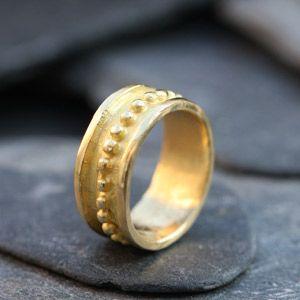 Anneau paros en or, alliance de fiançailles ou anneau de mariage par Hélène Courtaigne Delalande.