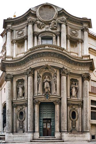 San Carlos de las Quattro Fontane (1637-1667). Francisco Castelli (Borromini). Fachada. Dividida en dos pisos. Esquema ondulante. Efectos lumínicos. Entrantes y salientes. Hornacinas. Medallón ovalado en la cornisa.