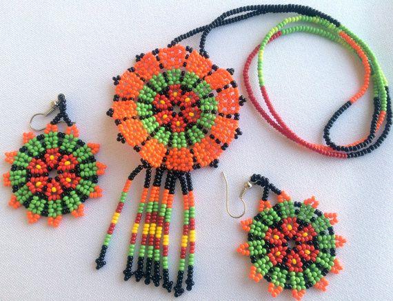 Mexican Huichol Beaded Peyote Flower Necklace and por Aramara