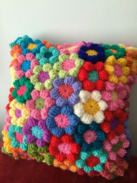 19 x 19 inch rainbow flower crochet cushion . Mooie kussen