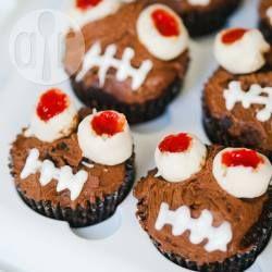 Cupcakes aux yeux injectés de sang ! (ils sont faits avec du beurre de cacahuètes et du chocolat blanc) @ allrecipes.fr
