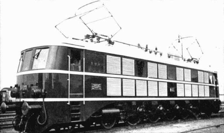 """MÁV V44,001 """"Radony"""" ami a háború alatt lett kész és ment is tönkre, tengelynyomása 22t volt, erre alkalmas pálya viszont még a háború előtt sem létezett"""