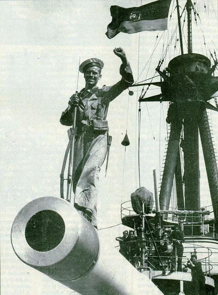 El acorazado Jaime I al servicio de la República. Foto Centelles.