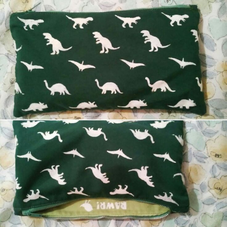Handmade dinosaurs pencil case - Astuccio fatto a mano con stoffa con dinosauri creata a stencil