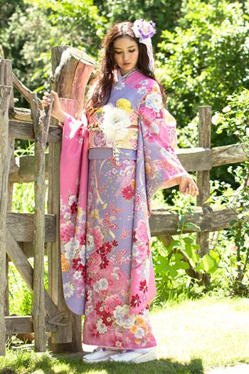 Beautiful Japanese Kimono ...... Also, Go to RMR 4 awesome news!! ...  RMR4 INTERNATIONAL.INFO  ... Register for our Product Line Showcase Webinar  at:  www.rmr4international.info/500_tasty_diabetic_recipes.htm    ... Don't miss it!