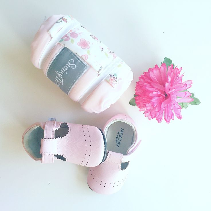 Buy that special baby girl in your life an original gift. The Blossoms Swing Thing is perfect gift that will help mom and baby.
